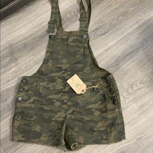 True craft camo overalls size 15